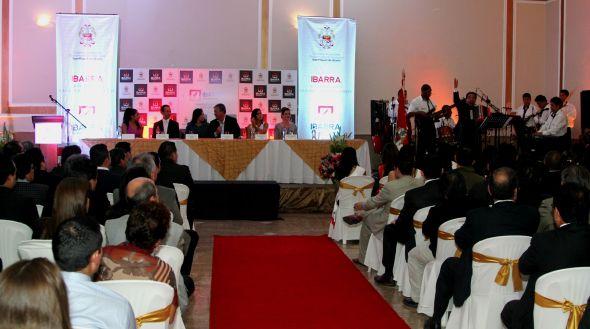 Autoridades del cantón estuvieron presentes en el acto de presentación. Fotografía: Alex Godoy / ImbaburaHoy