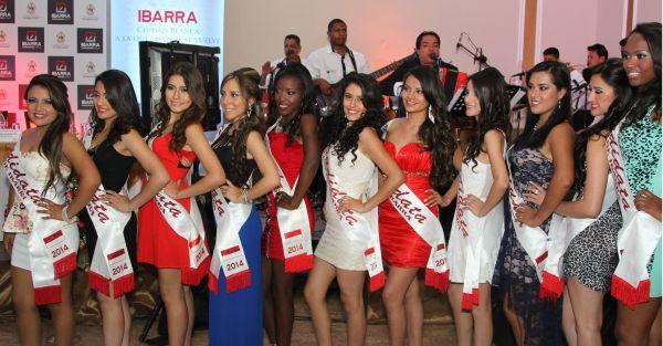 11 son las señoritas aspirantes a convertirse en reina de la ciudad. Foto: Alex Godoy / ImbaburaHoy