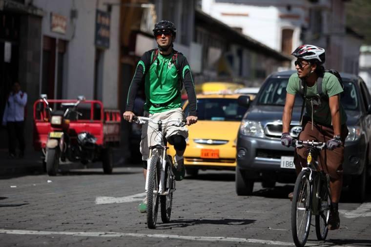 Ibarra.- 1.5 metros es la distancia que debe mantener un vehículo, con respecto al ciclista. | Foto: Cortesía.