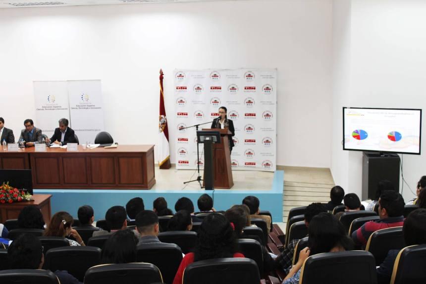 Ibarra.- La presentación se la realizó en el auditorio de Post Grados de la UTN |Foto: Cortesía