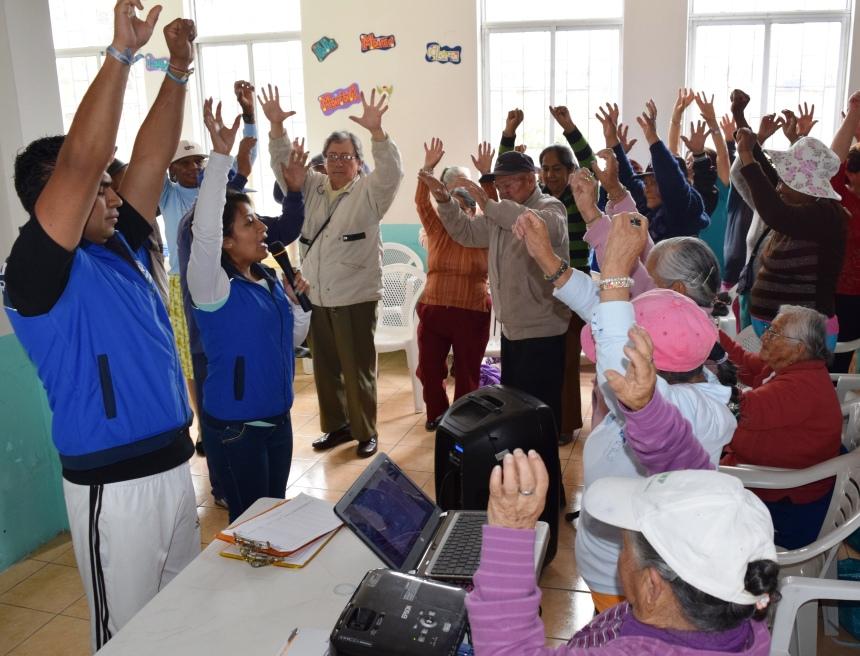 Ibarra.- Los adultos mayores, reciben talleres que ayudan al desarrollo de su vida.  Foto: Cortesía