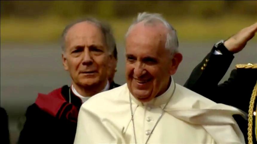 Quito.- El Papa Francisco arribó la tarde de hoy a Ecuador, con esto inició su gira por 3 países de latinoamérica. |Foto: Captura Web