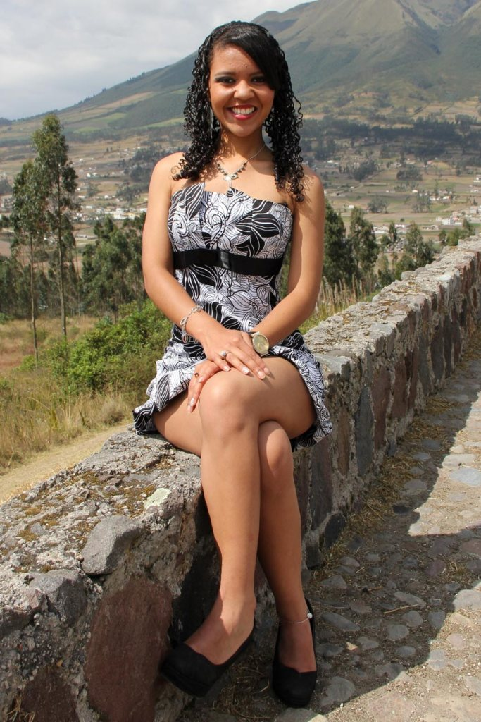 Aracelli Rossana Almeida Nicolalde Nació el 8 de octubre de 1996 Tiene 18 años Sus padres: Sr. Pablo Almeida y la Sra. Rossana Nicolalde Cursa el primer semestre en la Carrera de Derecho, en la Universidad Técnica del Norte Hobbie: La lectura Mensaje: Luchar por el progreso otavaleño