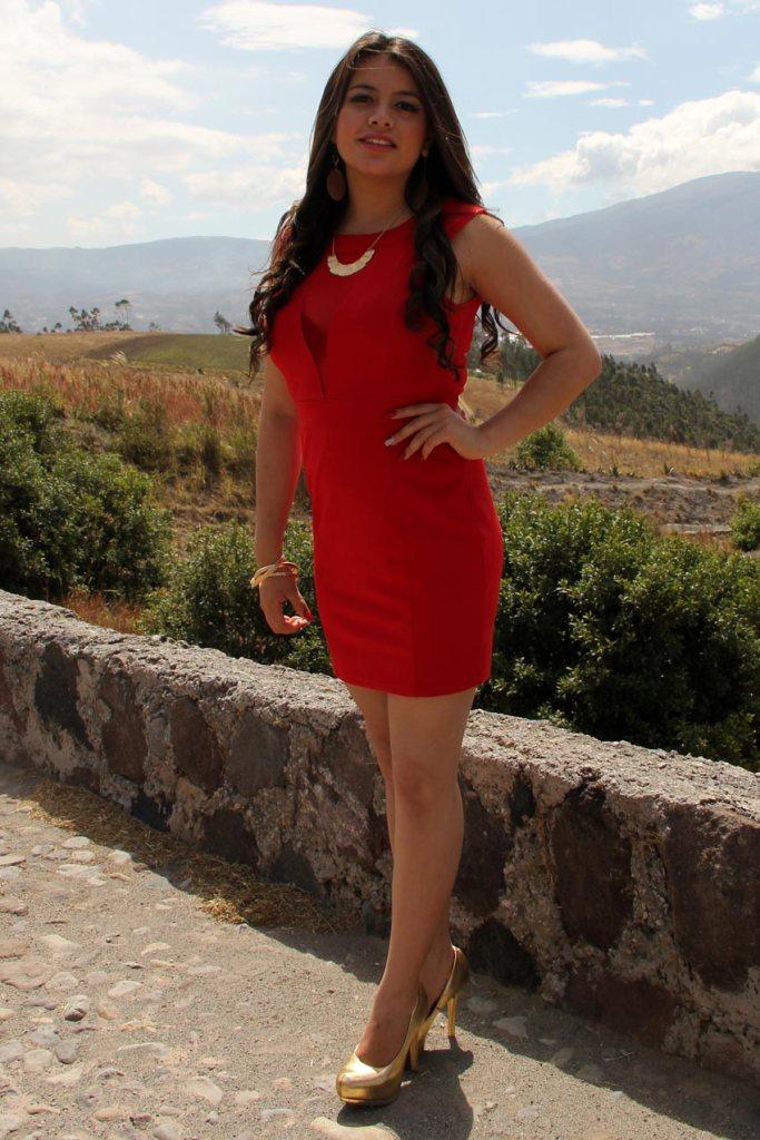 Karen Daniela Guerron Valencia Nació el 12 de abril de 1997 Tiene 18 años Sus padres: Sr. Patricio Guerrón y la Sra. Ximena Valencia Cursa el tercer semestre en la Carrera de Jurisprudencia, en la Pontificia Universidad Católica del Ecuador Sede-Ibarra Hobbie: La lectura Mensaje: El rescate de la interculturalidad
