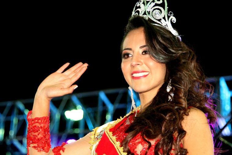 Ibarra.- Visiblemente emocionada se mostró Andrea Cevallos, al ser electa la nueva soberana de la ciudad. |Foto: Alex Godoy/ImbaburaHoy