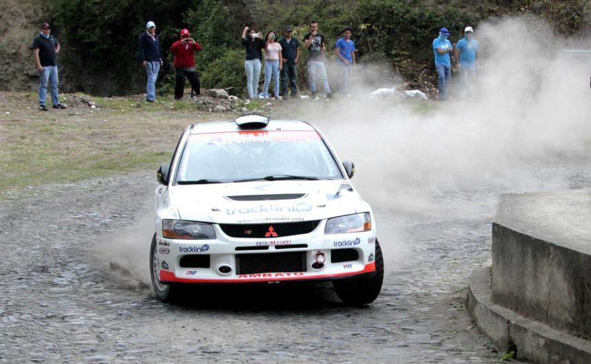 Ibarra.- Carlos Palacios, en su Mitsubishi EVO IX, en su paso por Imantag. |Foto: Alex Godoy/ImbaburaHoy