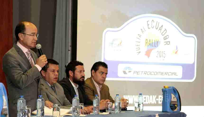 Quito.- Marcelo Calderón,  presidente de la Fedak, realiza la presentación del la Vuelta a la República 2015.  Foto: Alex Godoy/ImbaburaHoy