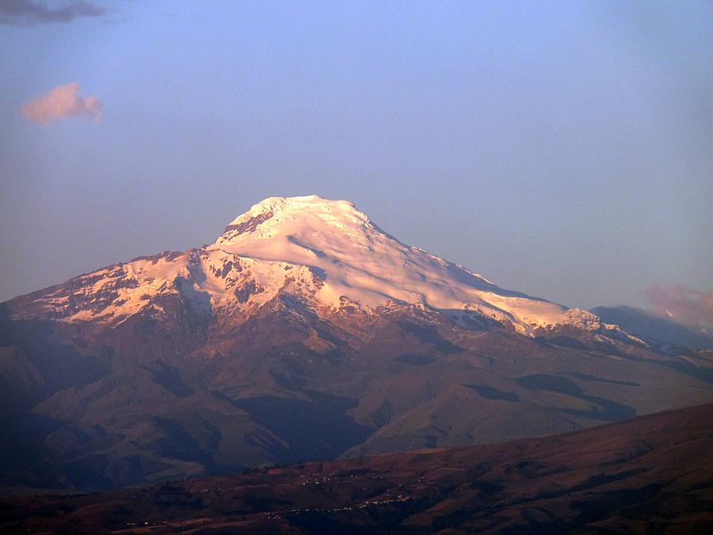 800px-Volcan_Cayambe